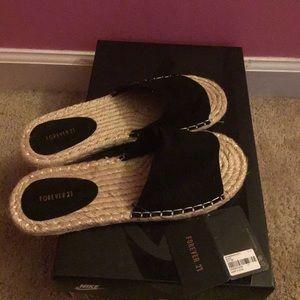 sandals black strap. (Never worn)